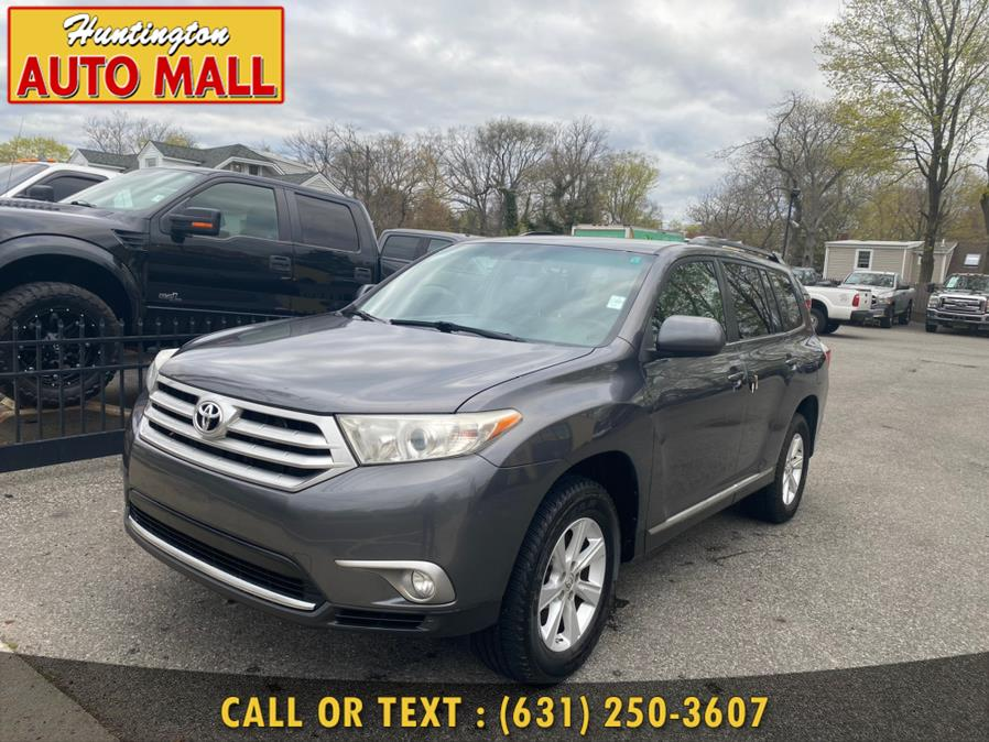 Used Toyota Highlander 4WD 4dr V6  Base 2011 | Huntington Auto Mall. Huntington Station, New York