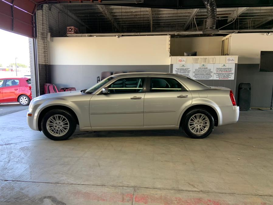 Used Chrysler 300 4dr Sdn Touring Signature RWD 2010 | U Save Auto Auction. Garden Grove, California