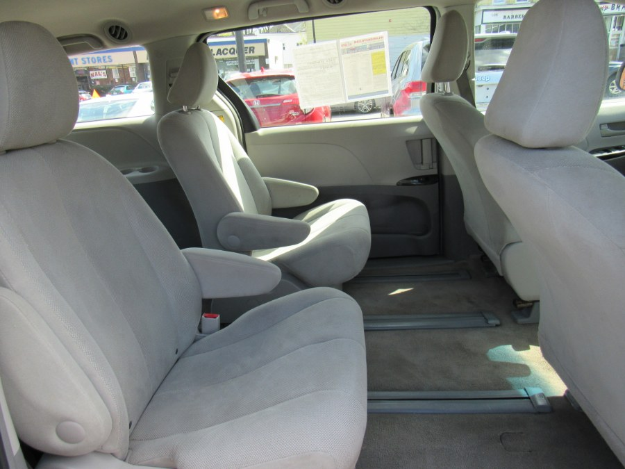 Used Toyota Sienna L 2013 | Hilario's Auto Sales Inc.. Worcester, Massachusetts