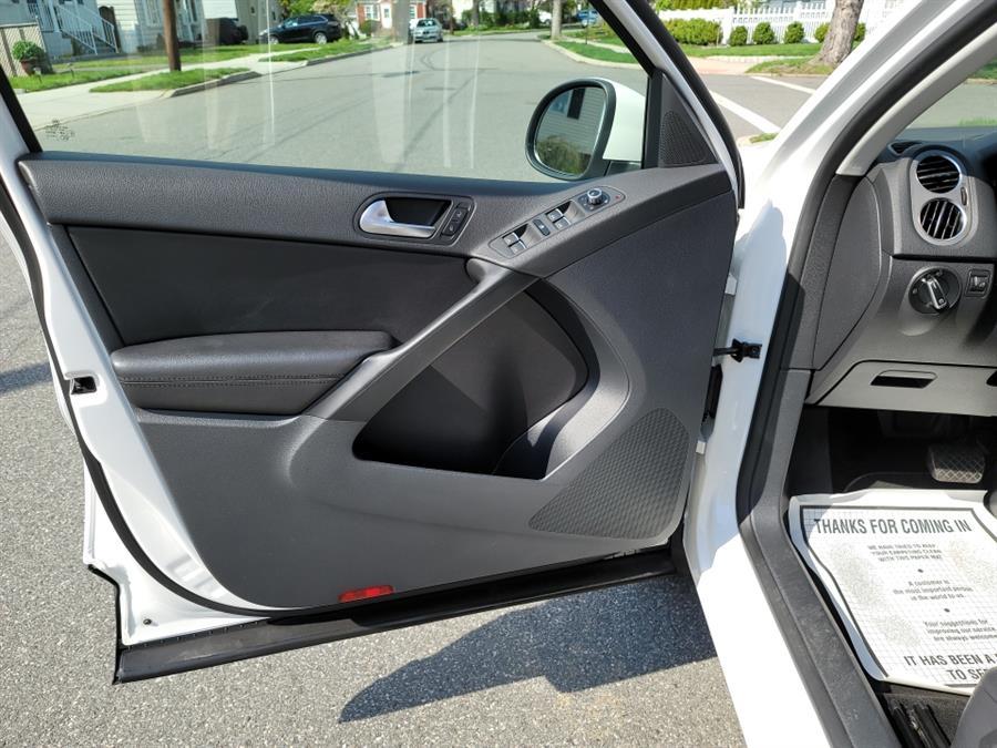 Used Volkswagen Tiguan 4WD 4dr SE 4Motion wSunroof & Navi 2011   Daytona Auto Sales. Little Ferry, New Jersey