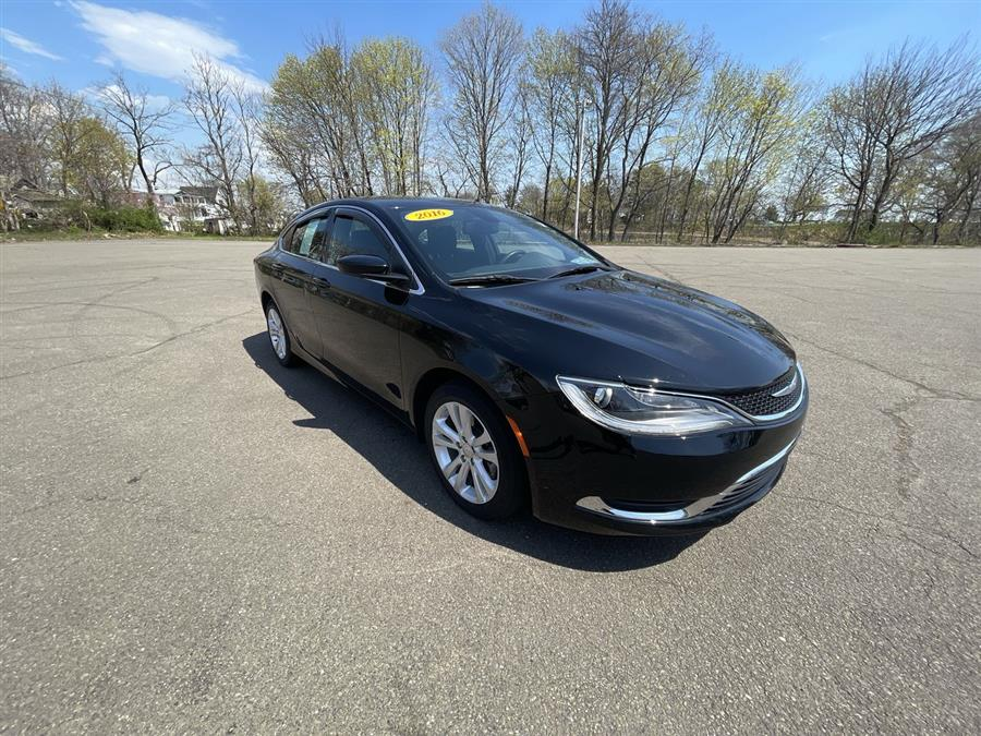 Used 2016 Chrysler 200 in Stratford, Connecticut | Wiz Leasing Inc. Stratford, Connecticut