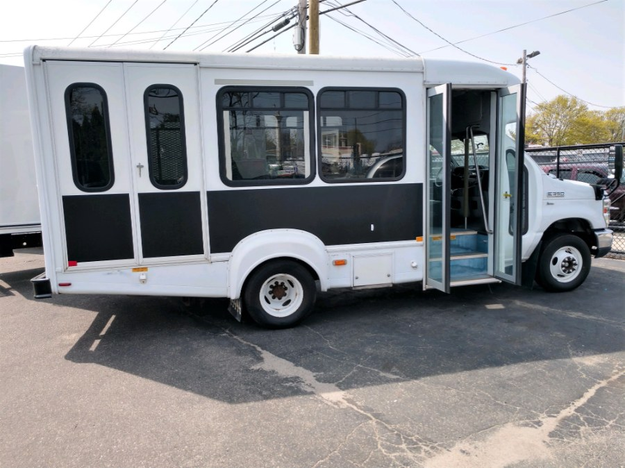 Used 2015 Ford E350 8 PASS & WHEELCHAIR VAN Econoline Commercial Cutaway in COPIAGUE, New York | Warwick Auto Sales Inc. COPIAGUE, New York