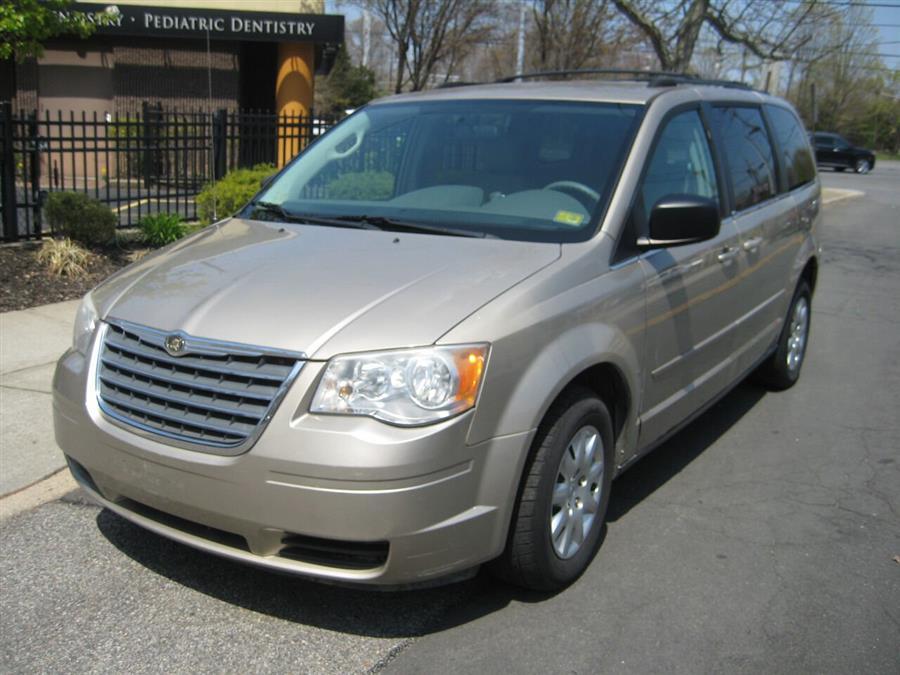 Used Chrysler Town And Country LX 4dr Mini Van 2009 | Rite Choice Auto Inc.. Massapequa, New York