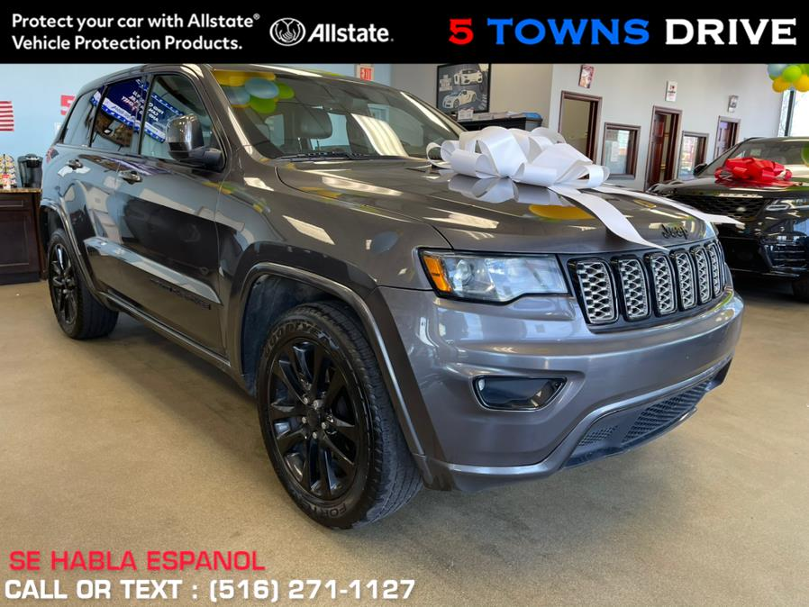Used Jeep Grand Cherokee Altitude 4x4 *Ltd Avail* 2017 | 5 Towns Drive. Inwood, New York