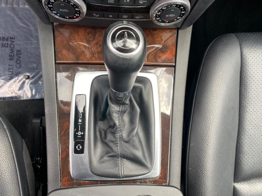 Used Mercedes-Benz GLK-Class 4MATIC 4dr GLK350 2012 | Rite Cars, Inc. Lindenhurst, New York