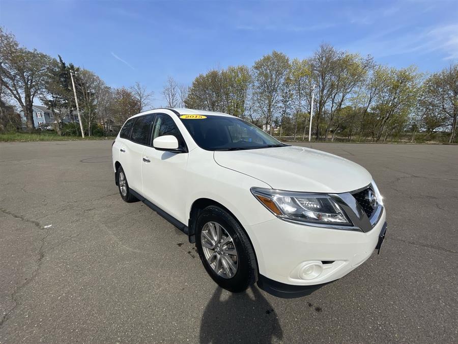 Used 2015 Nissan Pathfinder in Stratford, Connecticut | Wiz Leasing Inc. Stratford, Connecticut