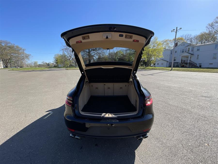 Used Porsche Macan AWD 4dr S 2015 | Wiz Leasing Inc. Stratford, Connecticut