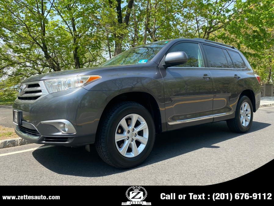Used 2011 Toyota Highlander in Jersey City, New Jersey | Zettes Auto Mall. Jersey City, New Jersey