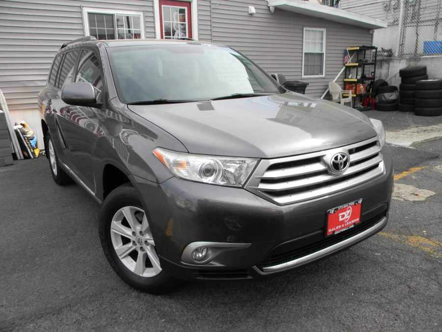 Used Toyota Highlander 4WD 4dr V6 Plus (Natl) 2013   DZ Automall. Paterson, New Jersey