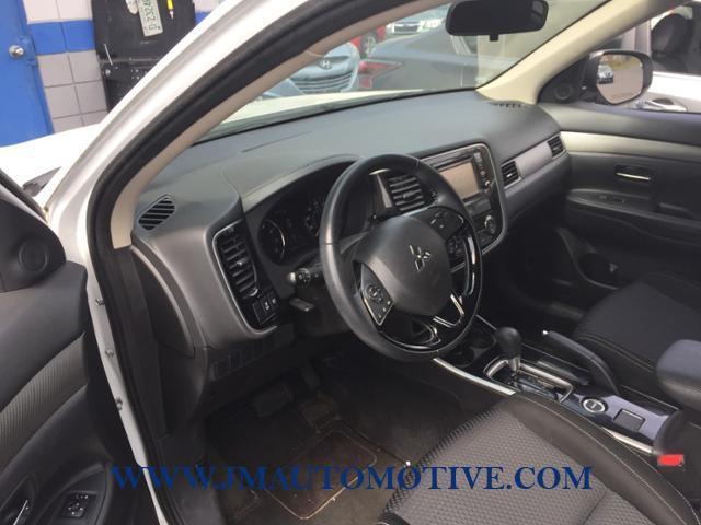 Used 2017 Mitsubishi Outlander in Naugatuck, Connecticut | J&M Automotive Sls&Svc LLC. Naugatuck, Connecticut