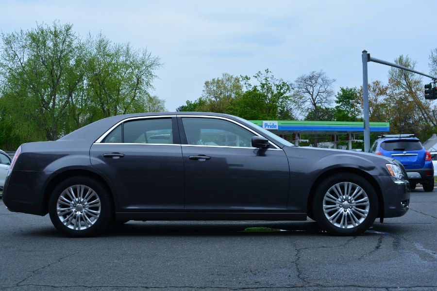 Used Chrysler 300 4dr Sdn AWD 2013 | Longmeadow Motor Cars. ENFIELD, Connecticut