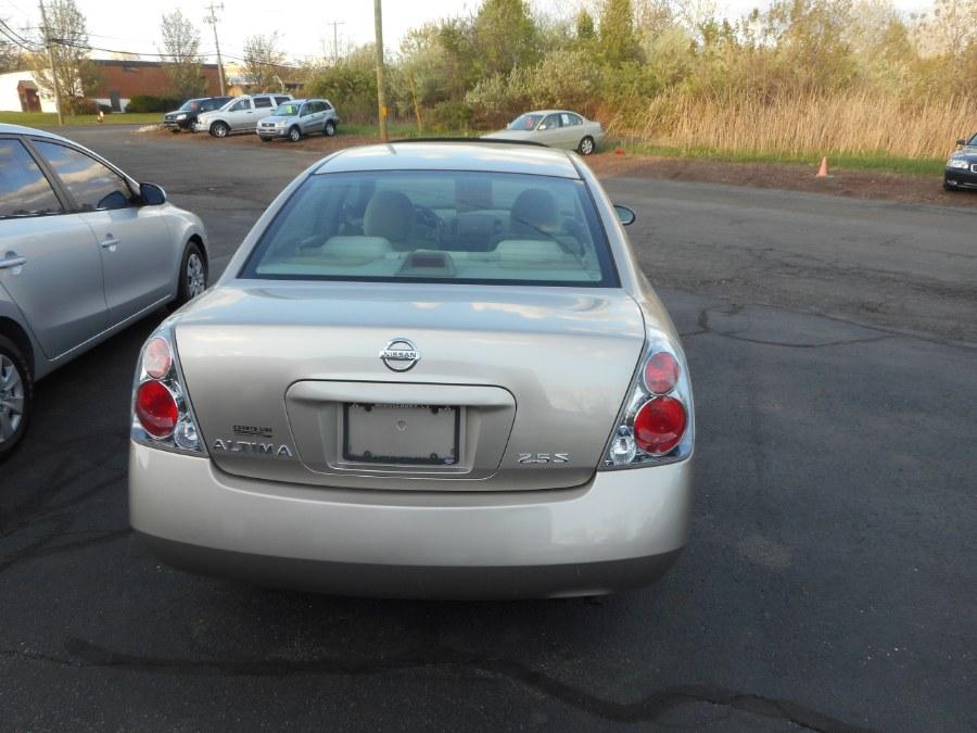 Used 2005 Nissan Altima in Newington, Connecticut | Wholesale Motorcars LLC. Newington, Connecticut