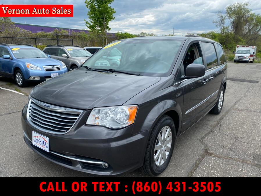Used 2015 Chrysler Town & Country in Manchester, Connecticut | Vernon Auto Sale & Service. Manchester, Connecticut
