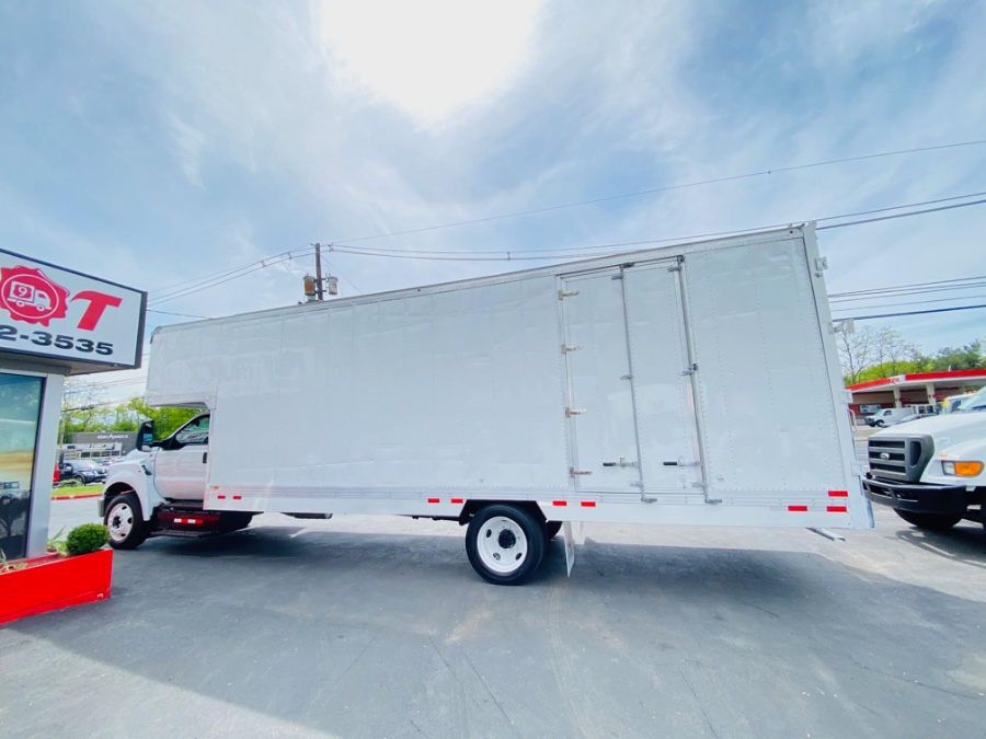 Used Ford Super Duty F-650 Straight Frame Gas 26 FEET MOVING DRY BOX + ROOF PEAK + NO CDL 2016 | NJ Truck Spot. South Amboy, New Jersey