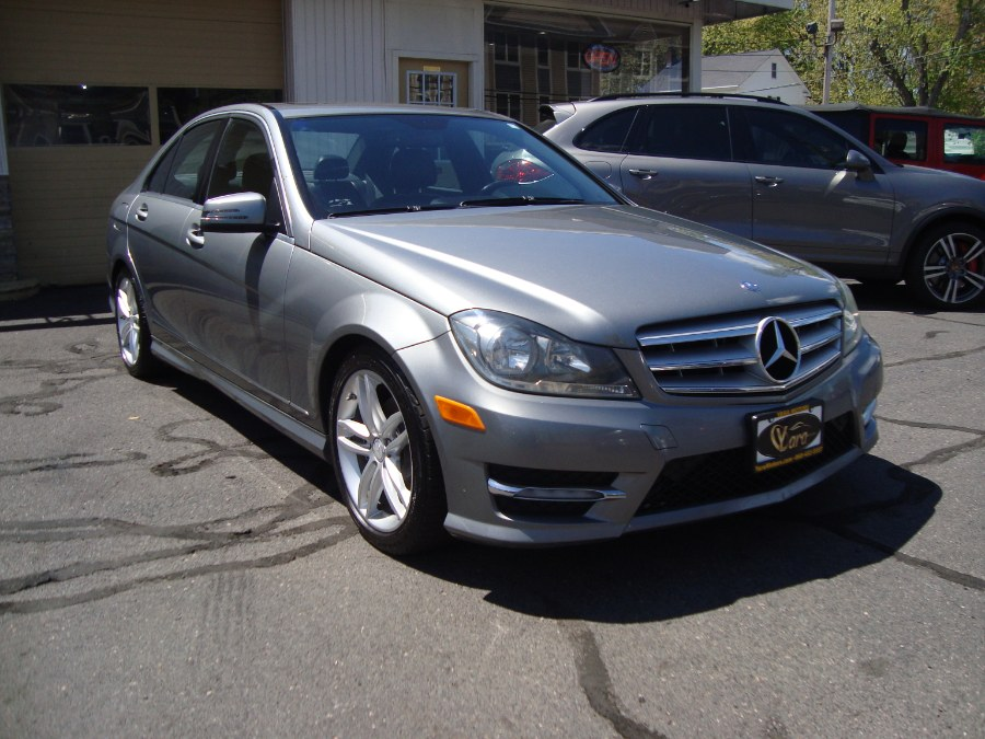 Used Mercedes-Benz C-Class 4dr Sdn C300 Luxury 4MATIC 2012 | Yara Motors. Manchester, Connecticut