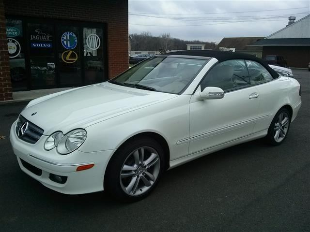 Used 2007 Mercedes-Benz CLK-Class in Wallingford, Connecticut | Vertucci Automotive Inc. Wallingford, Connecticut