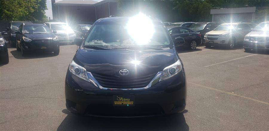 Used Toyota Sienna 5dr 7-Pass Van V6 LE AAS FWD (Natl) 2013 | Victoria Preowned Autos Inc. Little Ferry, New Jersey