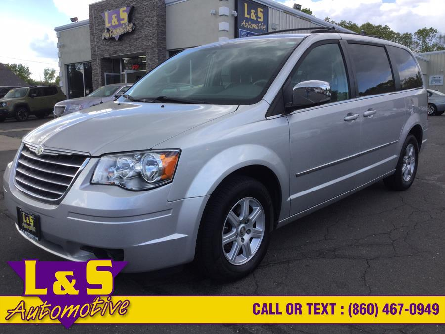 Used 2010 Chrysler Town & Country in Plantsville, Connecticut | L&S Automotive LLC. Plantsville, Connecticut