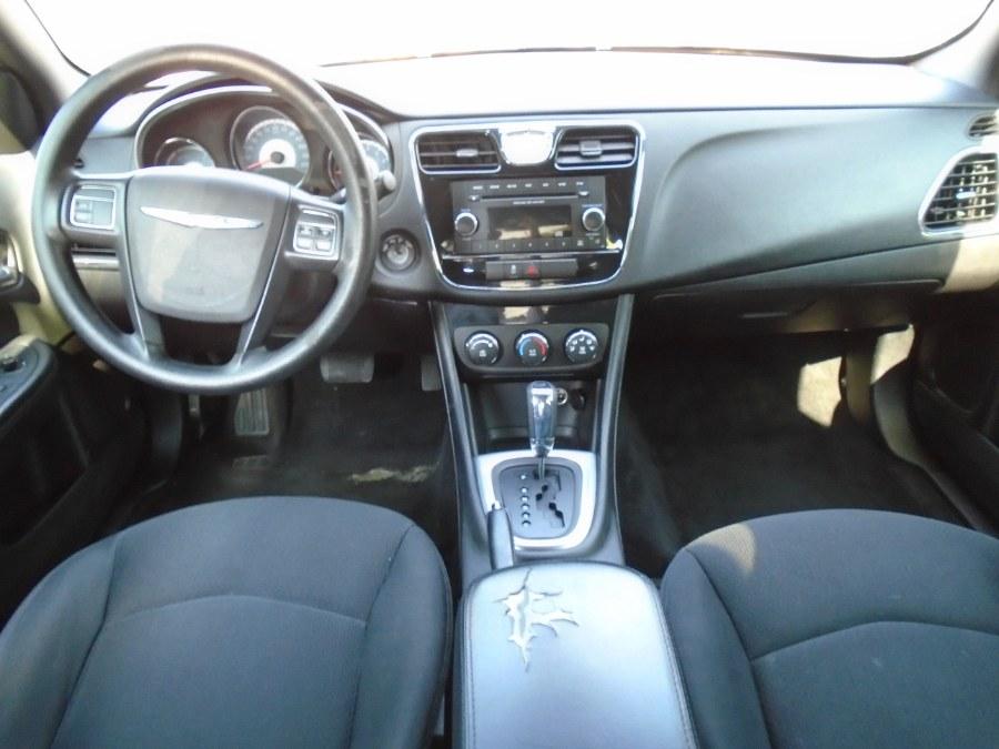 Used Chrysler 200 4dr Sdn LX 2014 | Jim Juliani Motors. Waterbury, Connecticut