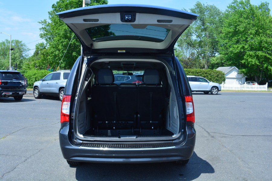 Used Chrysler Town & Country 4dr Wgn Touring 2012   Longmeadow Motor Cars. ENFIELD, Connecticut