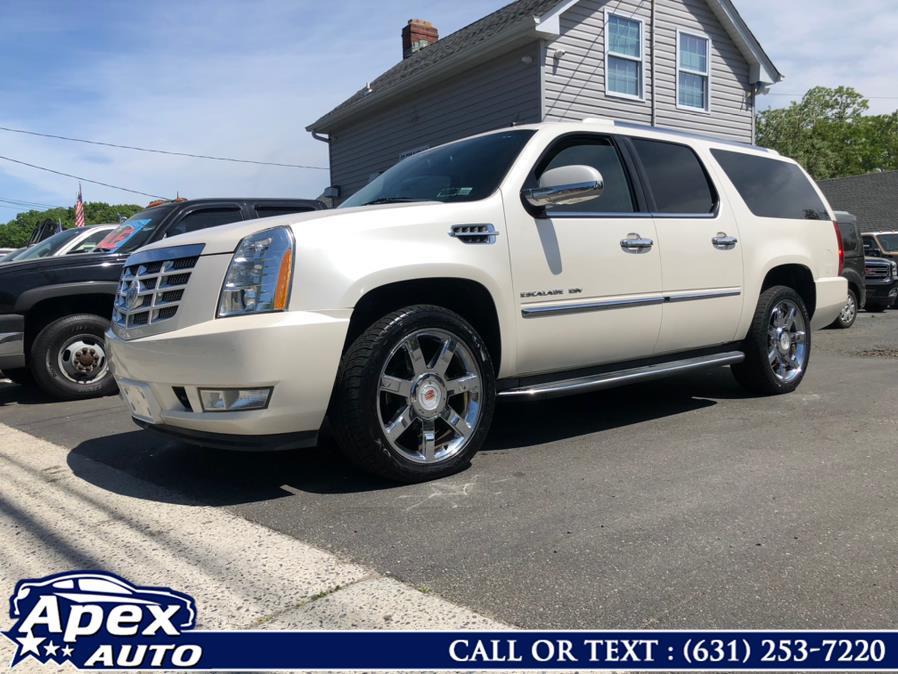 Used 2011 Cadillac Escalade ESV in Selden, New York | Apex Auto. Selden, New York