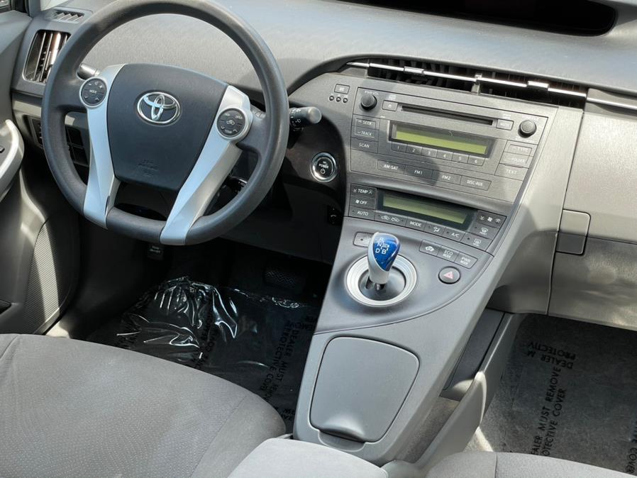 Used Toyota Prius II Hatchback 4D 2010   Green Light Auto. Corona, California