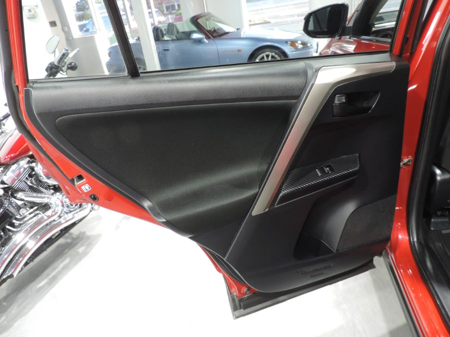 2014 Toyota RAV4 LE photo