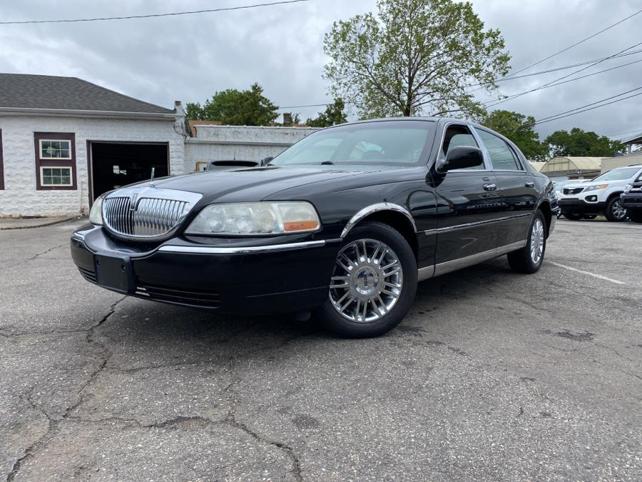 Used 2006 Lincoln Town Car in Springfield, Massachusetts | Absolute Motors Inc. Springfield, Massachusetts
