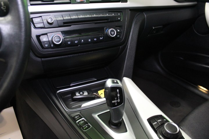 Used BMW 3 Series 4dr Sdn 320i xDrive AWD 2013 | New England Auto Sales LLC. Plainville, Connecticut