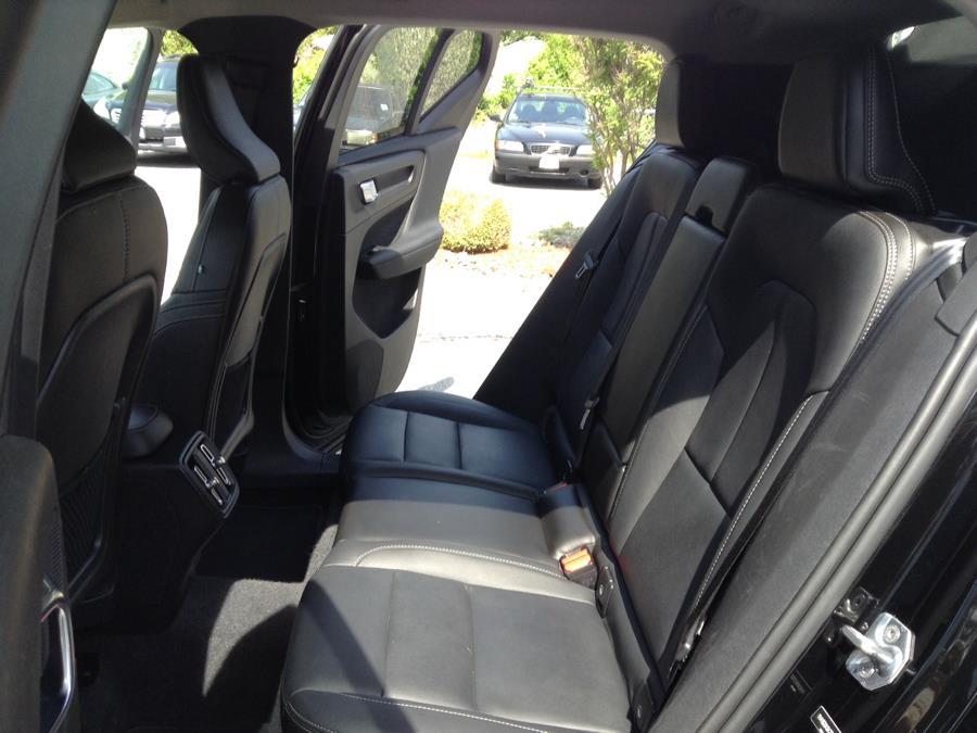 Used Volvo XC40 T5 AWD Momentum 2019 | Eurocars Plus. Groton, Connecticut