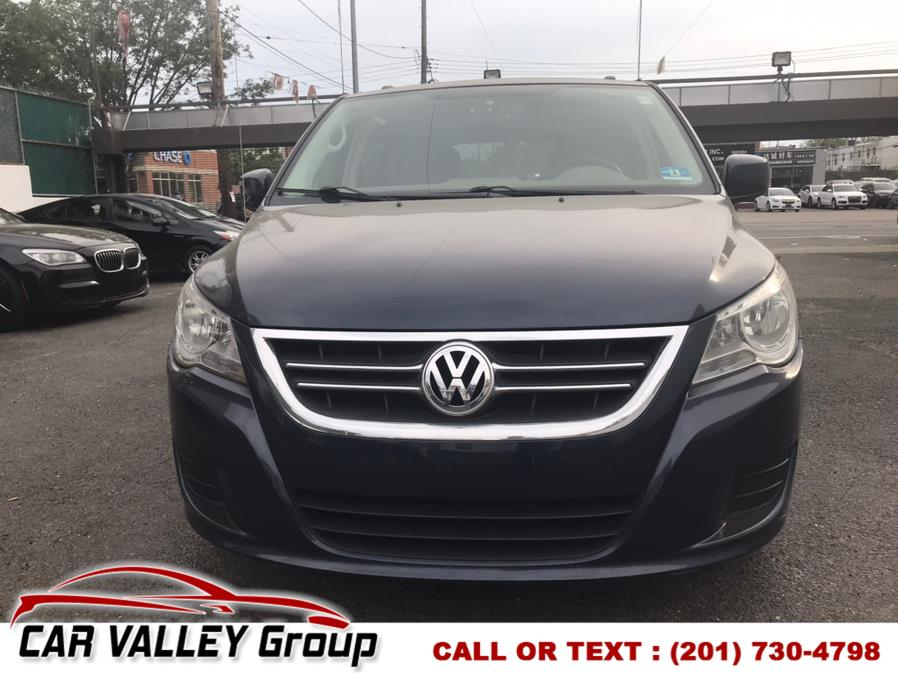 Used Volkswagen Routan 4dr Wgn SE w/RSE 2009 | Car Valley Group. Jersey City, New Jersey