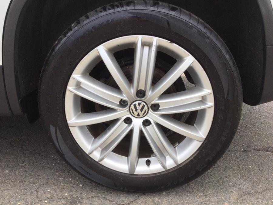 Used Volkswagen Tiguan 4WD 4dr Auto SE w/Sunroof & Nav 2013 | L&S Automotive LLC. Plantsville, Connecticut