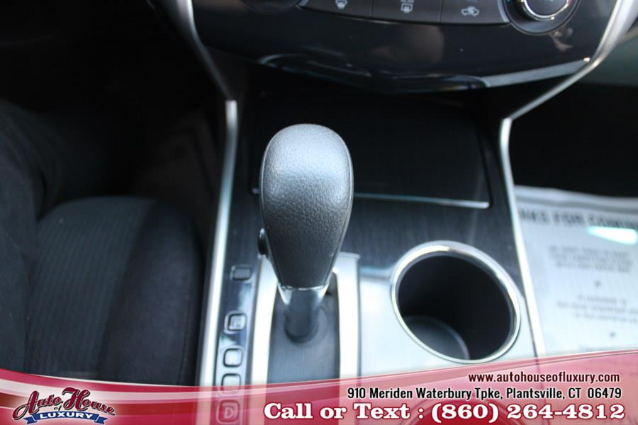 Used Nissan Altima 4dr Sdn I4 2.5 S 2013 | Auto House of Luxury. Plantsville, Connecticut