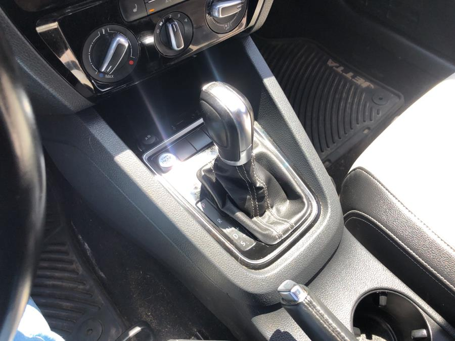 Used Volkswagen Jetta Sedan 4dr Auto 1.8T Sport PZEV 2016 | Champion Auto Sales Of The Bronx. Bronx, New York