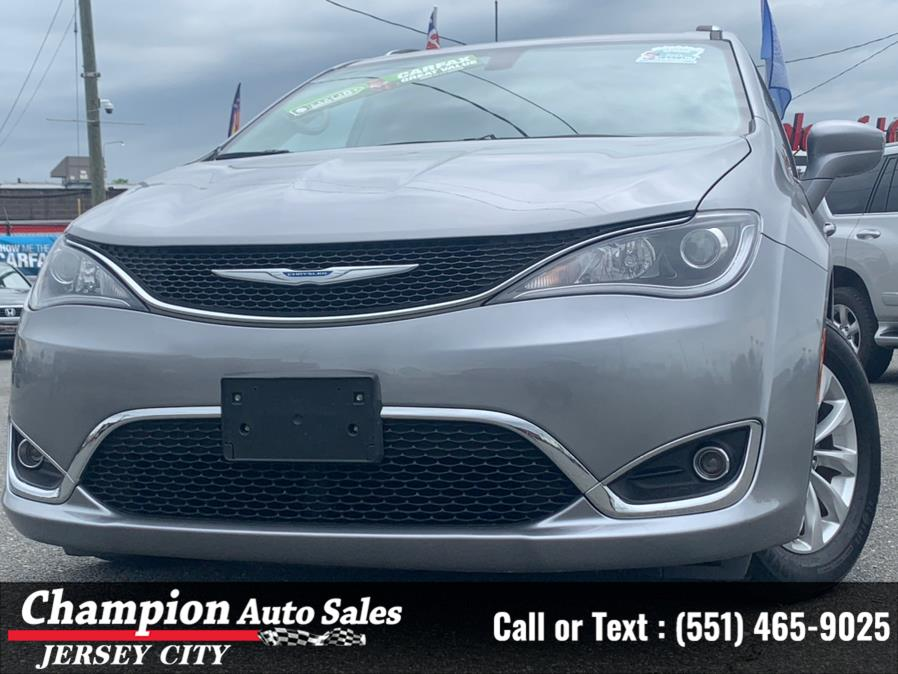 Used Chrysler Pacifica Touring L FWD 2018 | Champion Auto Sales. Jersey City, New Jersey