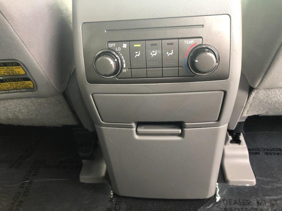 Used Toyota Highlander 4WD 4dr V6  Base 2010 | Bristol Auto Center LLC. Bristol, Connecticut