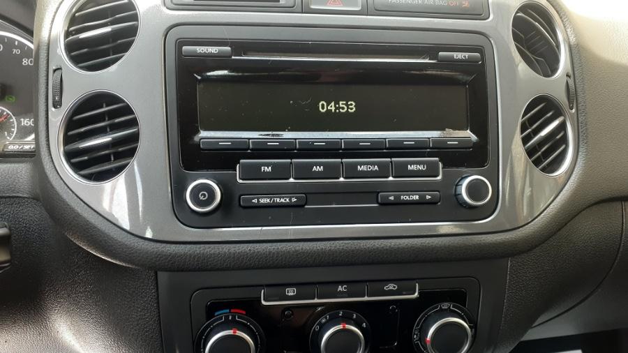 Used Volkswagen Tiguan 4WD 4dr Auto SE w/Sunroof & Nav 2012 | Wonderland Auto. Revere, Massachusetts