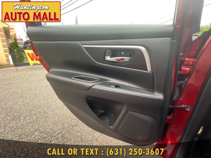 Used Nissan Altima 2.5 SV Sedan 2017   Huntington Auto Mall. Huntington Station, New York