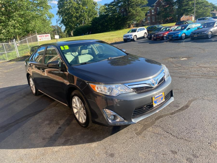 Used Toyota Camry Hybrid 4dr Sdn LE 2013 | Newfield Auto Sales. Middletown, Connecticut
