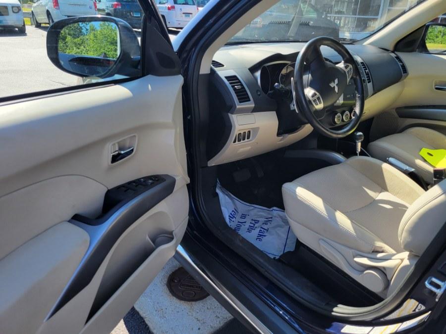 2013 Mitsubishi Outlander SE photo