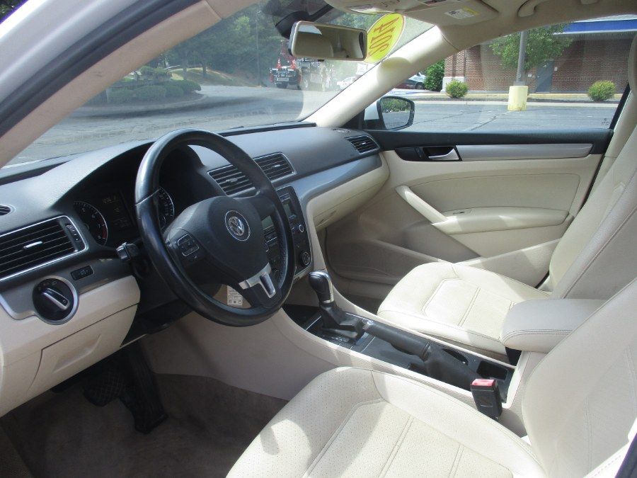 Used Volkswagen Passat 4dr Sdn 1.8T Auto Wolfsburg Ed PZEV *Ltd Avail* 2014 | Universal Motors LLC. New Britain, Connecticut