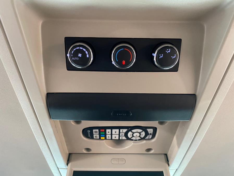 Used Chrysler Town & Country 4dr Wgn Touring-L 2014 | POWER MOTORS EAST. Massapequa Park, New York
