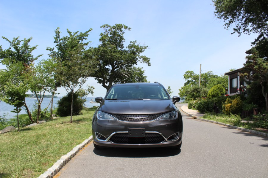2019 Chrysler Pacifica Touring L FWD, available for sale in Great Neck, NY