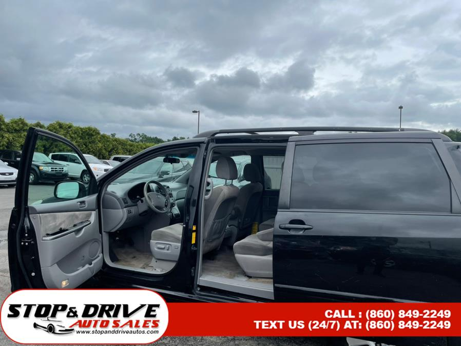 Used Toyota Sienna 5dr 7-Pass Van CE FWD (Natl) 2009   Stop & Drive Auto Sales. East Windsor, Connecticut
