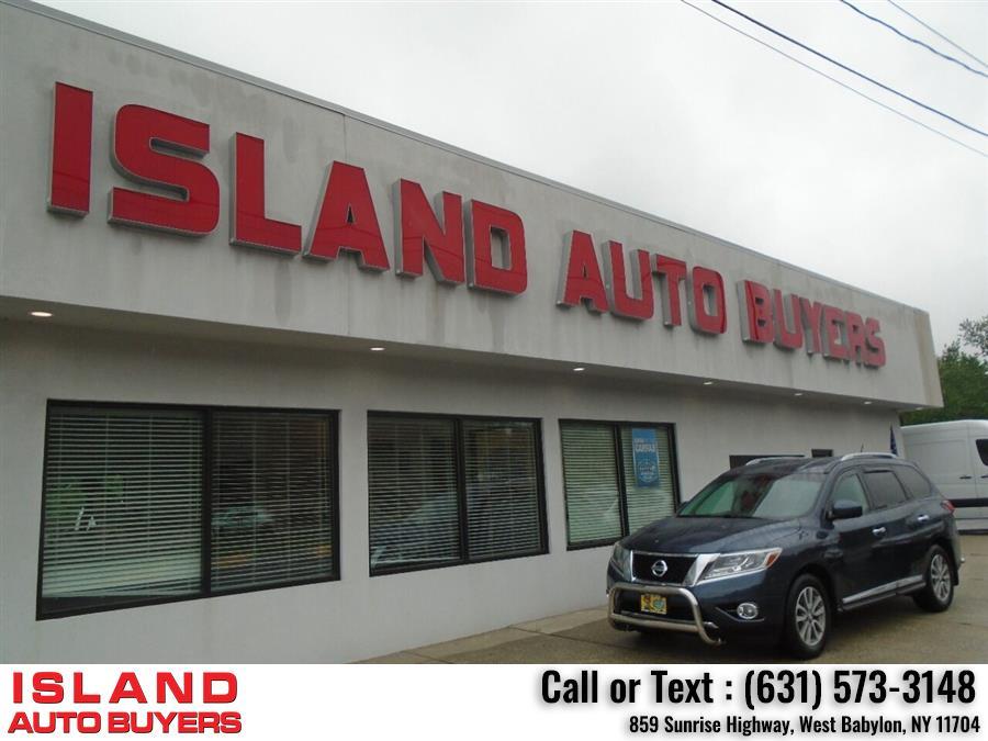 Used Nissan Pathfinder SL 4x4 4dr SUV 2015 | Island Auto Buyers. West Babylon, New York