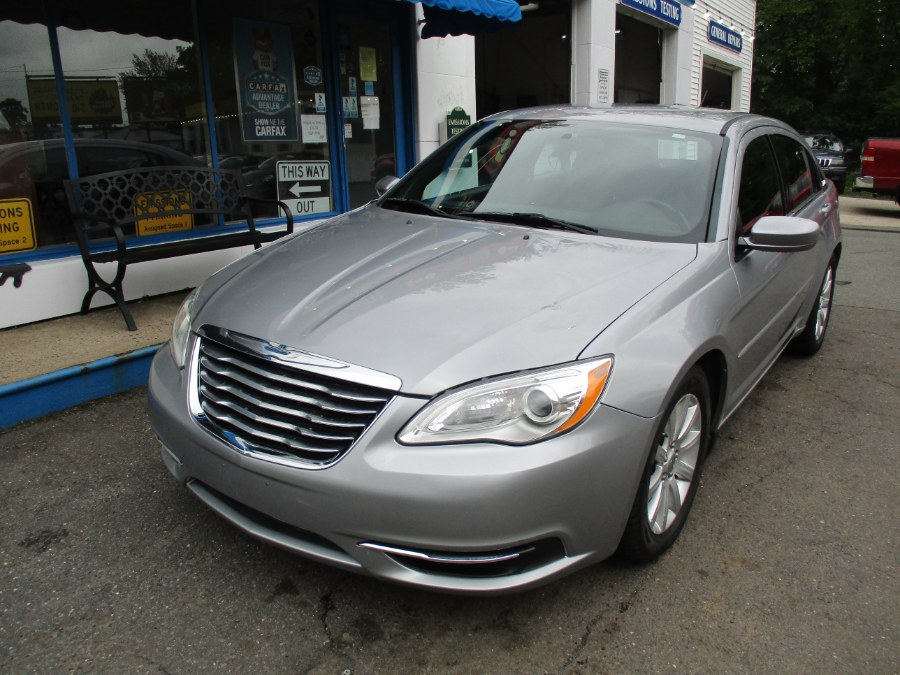 Used Chrysler 200 4dr Sdn Touring 2013   Cos Central Auto. Meriden, Connecticut