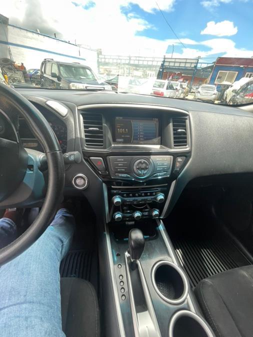 Used Nissan Pathfinder 4WD 4dr SV 2013 | Brooklyn Auto Mall LLC. Brooklyn, New York