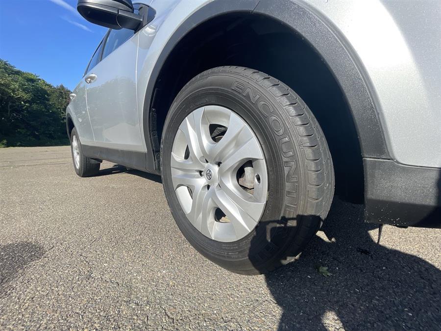 Used Toyota RAV4 AWD 4dr LE (Natl) 2014 | Wiz Leasing Inc. Stratford, Connecticut