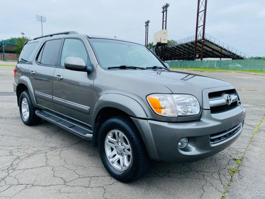 Used Toyota Sequoia 4dr Limited 4WD 2005 | Supreme Automotive. New Britain, Connecticut