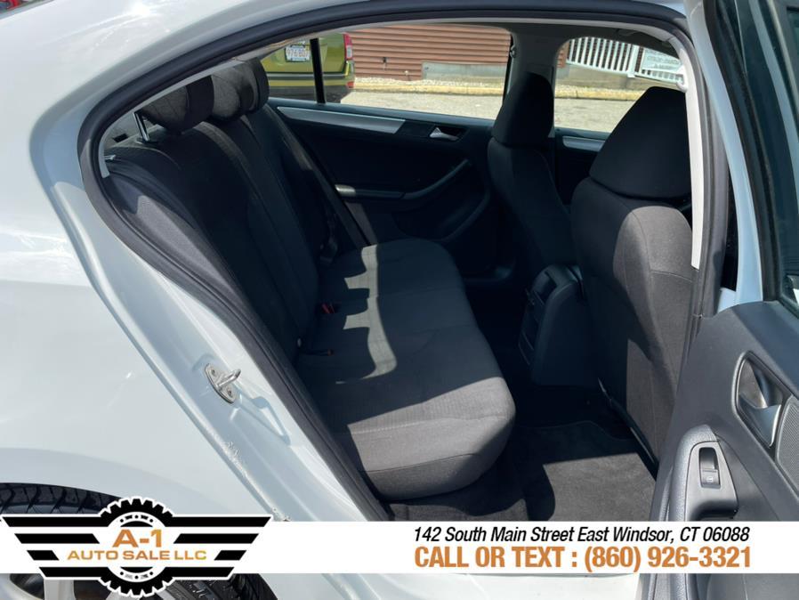 Used Volkswagen Jetta Sedan 4dr Auto 1.8T SE PZEV 2015 | A1 Auto Sale LLC. East Windsor, Connecticut